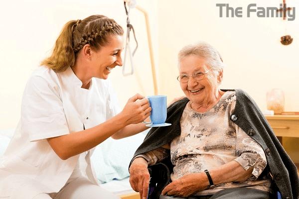 Thuê người chăm người già